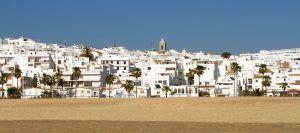 los pueblos más bonitos de andalucía con playa