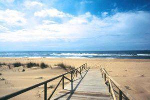 pueblos bonitos de andalucía con playa